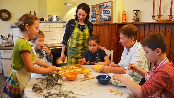 Plätzchenbacken mit 3 Generationen bei Familie Kaufmann (Foto für alle Folgen)