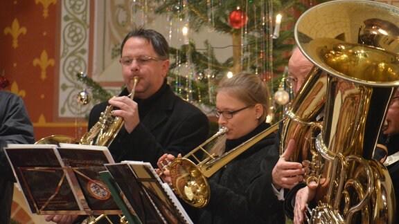 Auftritt des Posaunenchores (Adventskonzert Meßdorf) mit Undine Lazay und Matthias Müller (Bürgermeister von Gladigau) (Foto für alle Folgen)