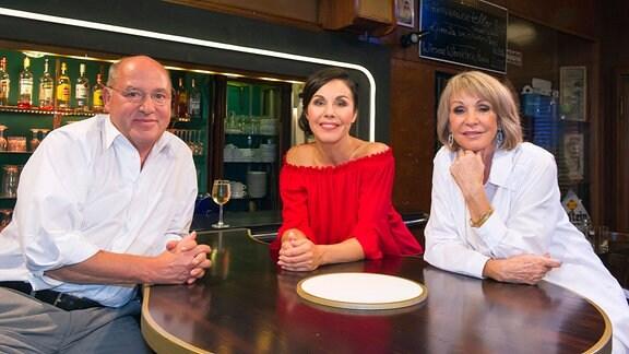 Katrin Weber (Mitte) mit den Talkgästen Gregor Gysi und Uta Schorn