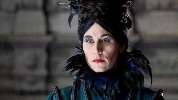 Der strenge Blick von Frau Landfried (Nina Kunzendorf) lässt die Kinder erzittern.
