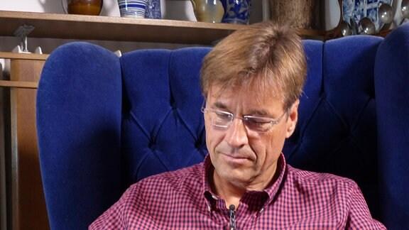 """Stefan Drinda, Sohn von """"Zur See""""-Kapitän Horst Drinda, liest aus dessen Tagebuch."""