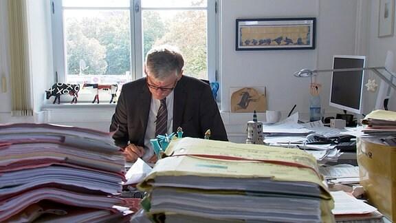 Richter Holger Pröbstel verhandelt Strafprozesse am Landgericht Erfurt sogar samstags, um die Flut von Verfahren in den Griff zu kriegen.