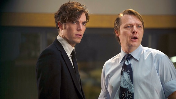 Joe Lambe (Tom Hughes, l) und Jim Fenchurch (Shaun Dooley)