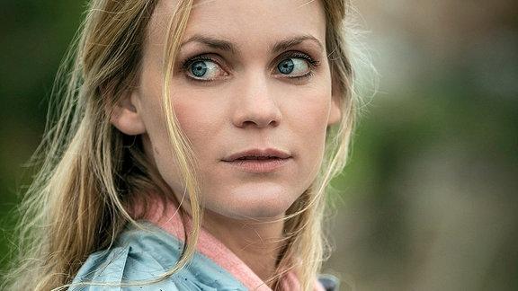 Helen Svedberg (Liv Mjönes) vermisst ihre Tochter.
