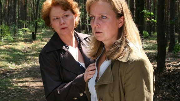 Am Tatort: Hauptkommissarin Johanna Herz (Imogen Kogge, l.) und die Mutter (Gabriela Maria Schmeide) der vermissten Marie.