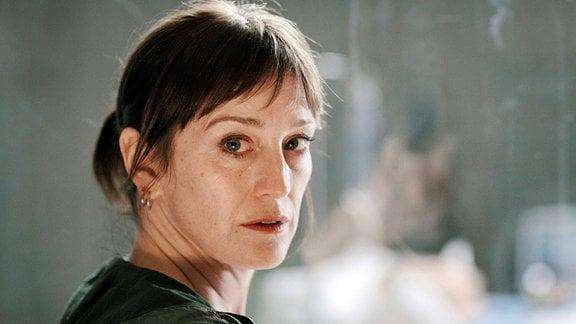 Helen Sikkeland weiß nun, wer der Mörder in der Kiesgrube ist und hat soeben einen Hinweis bekommen, wo sich ihr Sohn aufhalten könnte.