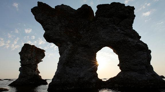Kalksteinskulpturen auf der kleinen Schwesterinsel Farö.