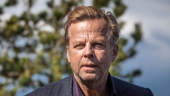 Kommissar Wallander (Krister Henriksson) ermittelt in einem Spionagefall.