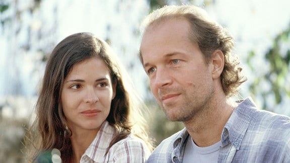 Mit der hübschen Steffi (Katja Woywood) kann sich Paul (Jochen Horst) seine Zukunft sehr gut vorstellen.