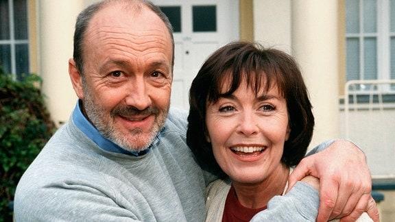 Das Geheimnis einer guten Ehe: Carola (Thekla Carola Wied) ist seit 25 Jahren mit dem Unternehmer Dieter (Miguel Herz-Kestranek) verheiratet.