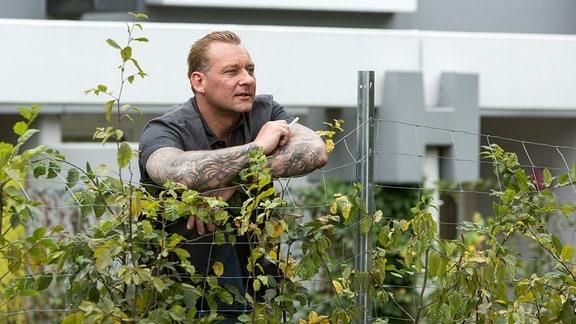 """Thorsten """"Teddy"""" Piechazeck (Marko Dyrlich) soll einen Bewährungshelfer erschossen haben."""