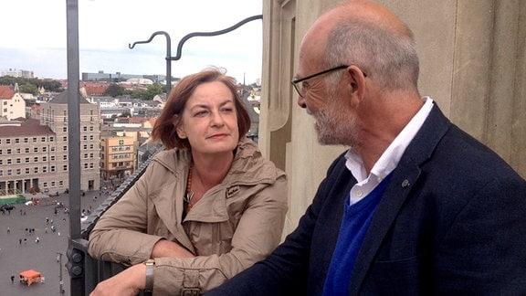 Frau Dr. Kramer und Professor Gerd Lampe auf Marktkirche Halle.