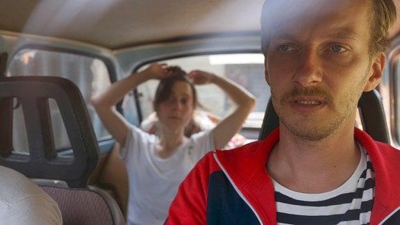 Familie Schuster im Auto