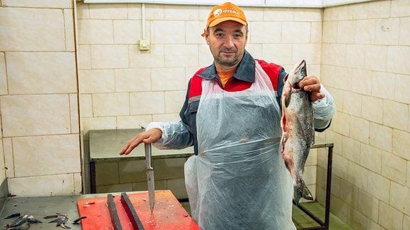 In Irkutsk gibt es dank des nahen Baikalsees einige Fischfabriken. Neue Hygienebestimmungen und Marktsituationen haben in den letzten Jahren zu erheblichen Veränderungen geführt.