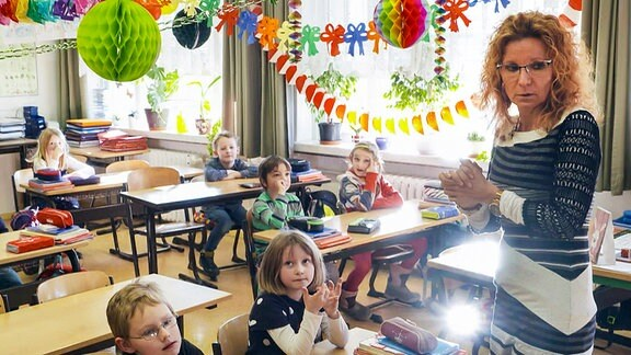 Grundschullehrerin Antje Wardin in ihrer Klasse.