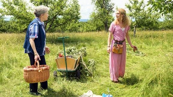 Hildegard trifft auf Franzi, die sie noch von früher kennt.