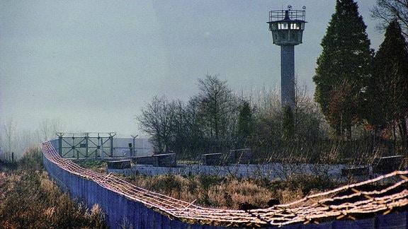 Grenzanlagen im Gegenlicht