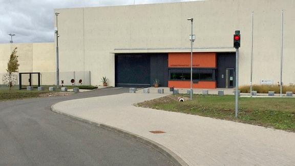 Blick auf die  Jugendstrafanstalt (JSA) Arnstadt – das Gefängnis für jugendliche Straftäter zwischen 14 und 24 Jahren.