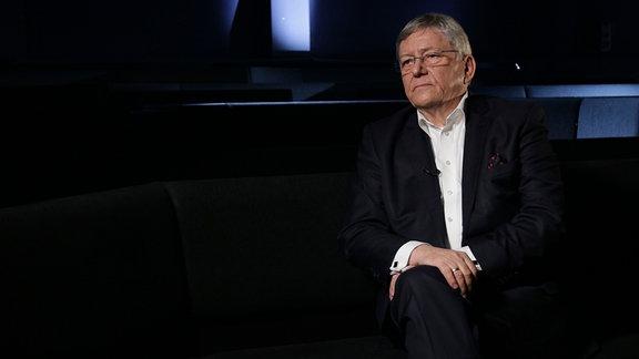 Wolfgang Berghofer , sitzend.