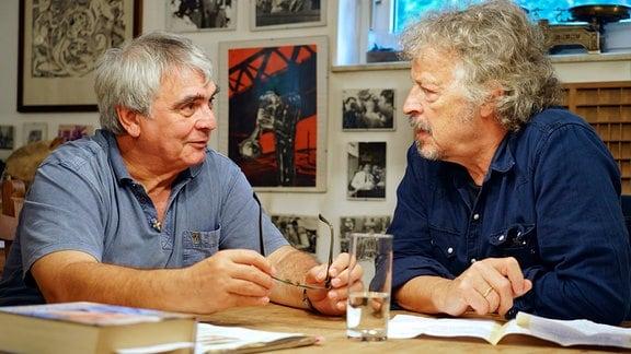 Wolfgang Niedecken im Gespräch mit Hartmut König, der im Frühjahr 1989 stellvertretender DDR-Kulturministerin war und 1984 als hoher FDJ-Funktionär vor allem Auftritte von westlichen Musikern in der DDR organisierte.