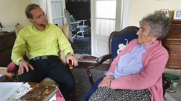 Pfarrer Dietrich Eichenberg ist für viele in der Gegend ein wichtiger Ansprechpartner - auch für die 92-jährige Ingeborg von Kalben.