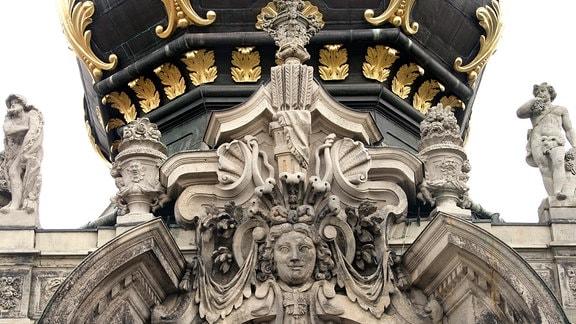 Detailaufnahme vom Kronentor des Zwingers