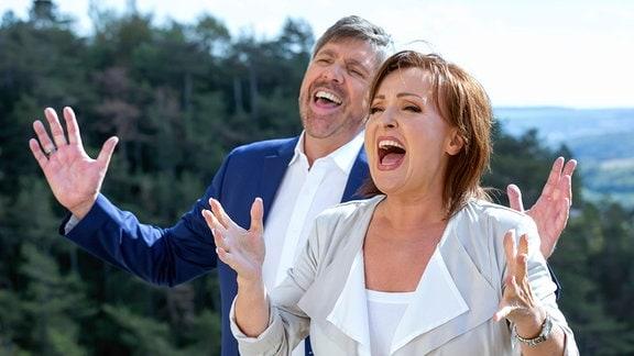Christian Lais und Ute Freudenberg singend.