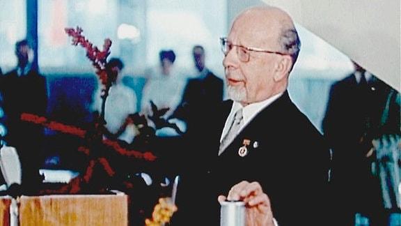 Am 3. Oktober 1969 eröffnete Walter Ulbricht feierlich das 2. Programm des DDR-Fernsehens, das nun jeden Abend stundenweise in Farbe sendete