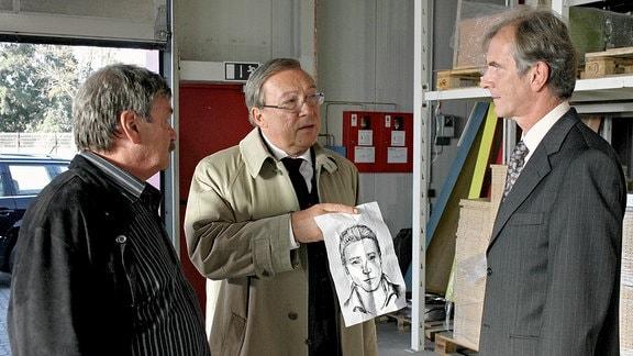 Kennen Sie den? Schmücke (Jaecki Schwarz) und Schneider (Wolfgang Winkler) befragen den Büromöbelhersteller Schwerdtfeger (Peter Prager)