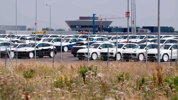 Porsche Werk Leipzig. Die IG-Metall hat in den vergangenen Jahren mit diversen Streikationen bedeutende Verbesserungen der Situation der Leiharbeiter