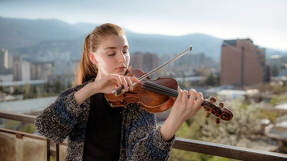 Anna mit Violine