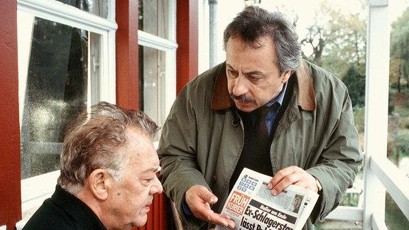 Frank Haller (Klausjürgen Wussow, li.), Jochen Below (Wolfgang Stumpf).
