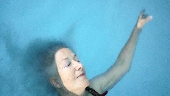 Susanne Kim erzählt über das Schwimmen, das Leben und das Alter, die Angst vorm Tod und den Willen nach Leben.