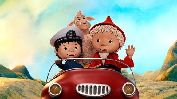 Miko, Nepomuk und der Sandmann in einem roten offenen PkW.