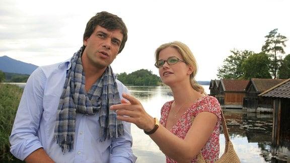 Marie (Mira Bartuschek) zeigt dem netten Fotografen Niklas (Kai Schumann) die Sehenswürdigkeiten der Gegend.