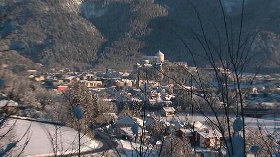 """Blick auf Kufstein, die """"Perle Tirols"""", mit dem Wahrzeichen der Stadt: der Festung."""