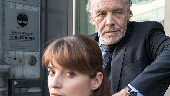 Sterbehilfe mit Folgen: Thomas Borchert (Christian Kohlund) und Dominique Kuster (Ina Paule Klink) müssen eine Mandantin vor Schaden schützen.