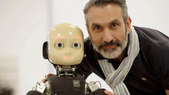 Robotik-Ikone Giorgio Metta mit seinem iCub