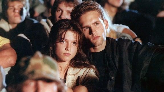 Zwischen dem Abiturienten Georg (Hans-Peter Dahm) und der noch minderjährigen Barbara (Julia Brendler) entwickelt sich eine tiefe Liebe.