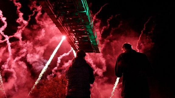 Dramaturgisch gestaltet, wächst ein Feuerwerk vom ersten Effekt bis zum beeindruckenden und unvergesslichen Finale.