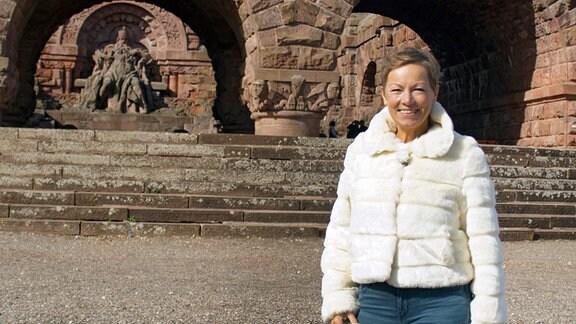 Janine vor Kyffhäuserdenkmal