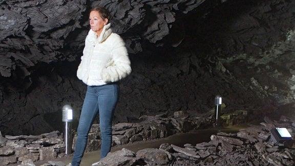 Janine in der Barbarossahöhle