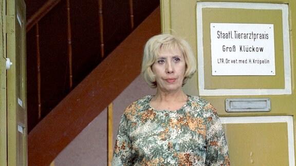 Agnes Kraus als Tierarztwitwe Alma Krause