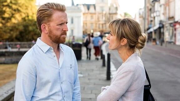 Die Cambridge-Professorin Leah Dale (Katherine Kelly) braucht Abstand von ihrem Mann Adam (Tom Goodman-Hill).