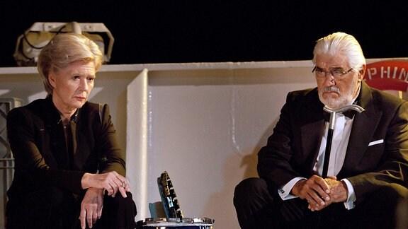 Nach vielen Jahrzehnten sprechen sich Margarete Kämmerer (Christiane Hörbiger) und Martin Burian (Mario Adorf) endlich aus.