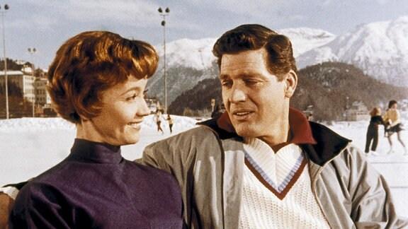 Die Schriftstellerin Juliane Thomas (Liselotte Pulver) verliebt sich in den charmanten Schweizer Arzt Dr. Jean Berner (Paul Hubschmid).