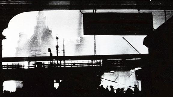 Dresden Hauptbahnhof nach der Bombennacht.