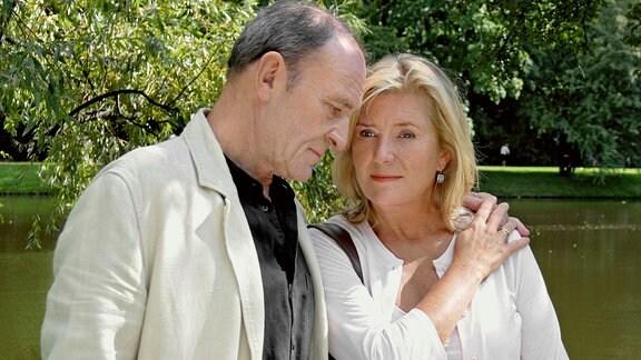 Ein Mann, der auch zuhören kann: Bei Philipp (Michael Mendl) findet Marianne (Jutta Speidel) stets ein offenes Ohr für ihre Sorgen.