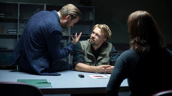 Brasch (Claudia Michelsen) und Köhler (Matthias Matschke) befragen Schneider (David Korbmann) zu seinem Schwager Ahmed und Wettiger.