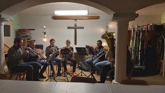 Stall & Feld plus Sport & Musik - der Tag reicht bei Familie Koch für vieles. Abends trifft sich auf ihrem Bauernhof der Posaunenchor, der gleich zu Jahresbeginn neue Musikstücke einstudiert. Familie Koch ist gleich mit vier Musikern vertreten.